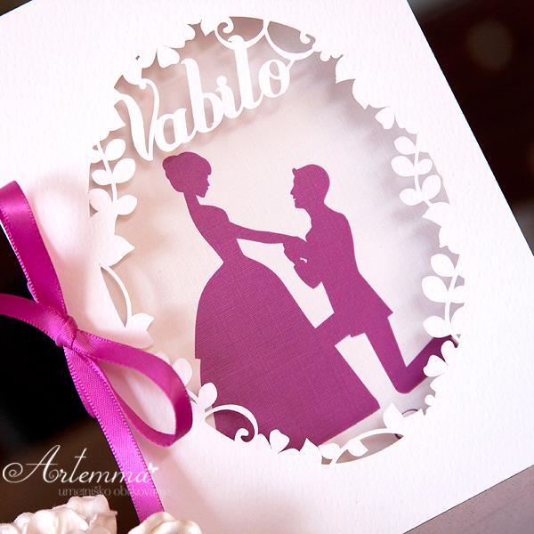 Poročni par v ciklama barvi